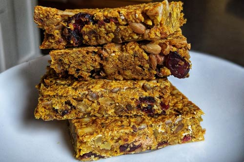 Home made granola bars. Image by sageus from Pixabay.