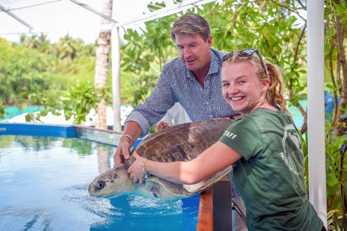 One & Only Reethi Rah General Manager, Jan Tibaldi, and ORP Sea Turtle Biologist, Laura Whiteley, welcomes Azura to the new Rehabilitation Centre.