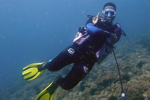 Leah Mainye diving on a reef in Kenya. Image.